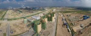 Vue panoramique de Jorf Lasfar, plate-forme importante à l'échelle mondiale de production des produits phosphatés. Au premier plan, la station terminale du pipeline  qui relie  Khouribga à Jorf Lasfar sur une longueur de 235 KM transportant les phosphates par voie de pulpe de phosphate.