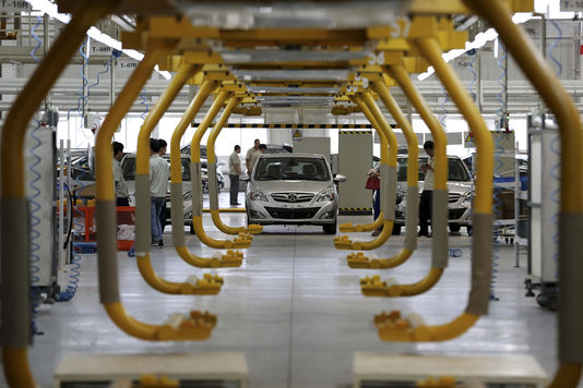 4593585_7_b5ae_sur-la-chaine-de-production-de-la-voiture_8239014d6c987641d162ba653e8af001