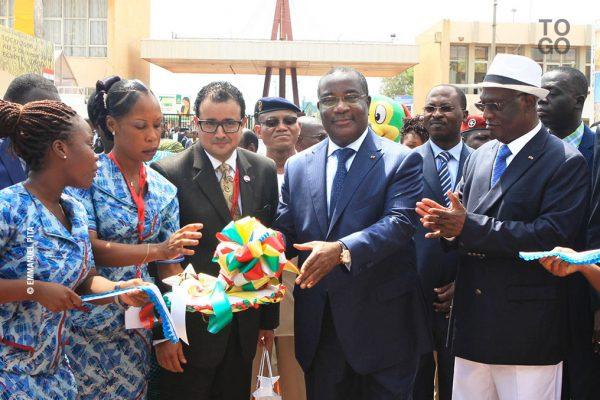 Coupure de ruban entre les autorités togolaises et le diplomate égyptien en poste à Lomé
