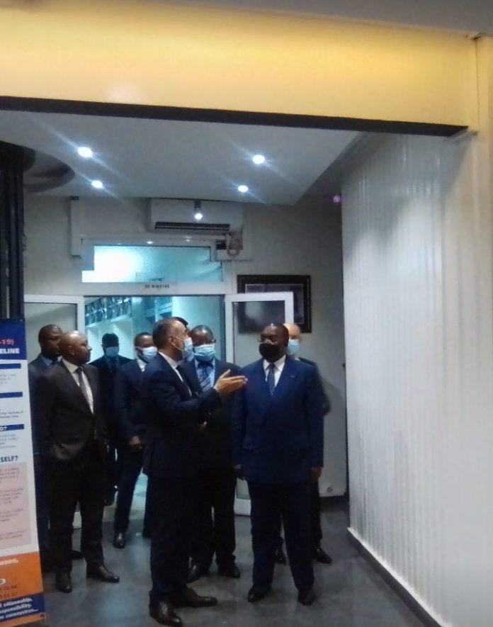 Le Ministre des Finances, Louis Paul Motazé et Kamal Mokdad, Directeur général de la Banque Centrale Populaire du Maroc.